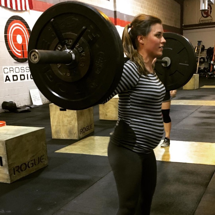 shannon-pregnant-lifting